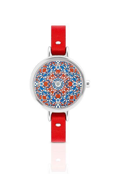 relogio-prateado-com-pulseira-de-couro-vermelha-e-mostrador-com-estampa-floral